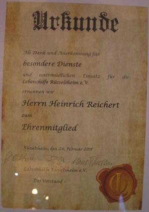 Die Ehrenurkunde für Herrn Reichert. Eine gleichgestaltete erhielt auch Herr Nagel