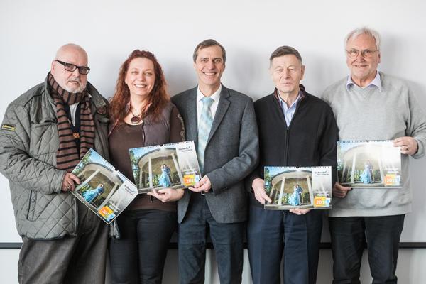 Foto. Es zeigt Stadtwerke-Geschäftsführer Hans-Peter Scheerer (Mitte) gemeinsam mit Vorstandsmitglieder des Vereins (von links) Gerhard Hackbarth (Ehrenvorsitzender), Petra Smith (Vorsitzende), Klaus Thiessen (Kassierer) und Walter Lenz (Schriftführer).